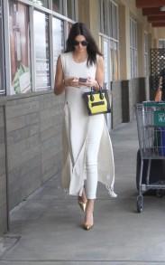 Photos-Kendall-Jenner-un-super-look-inspire-par-Kim-Kardashian-!_portrait_w674